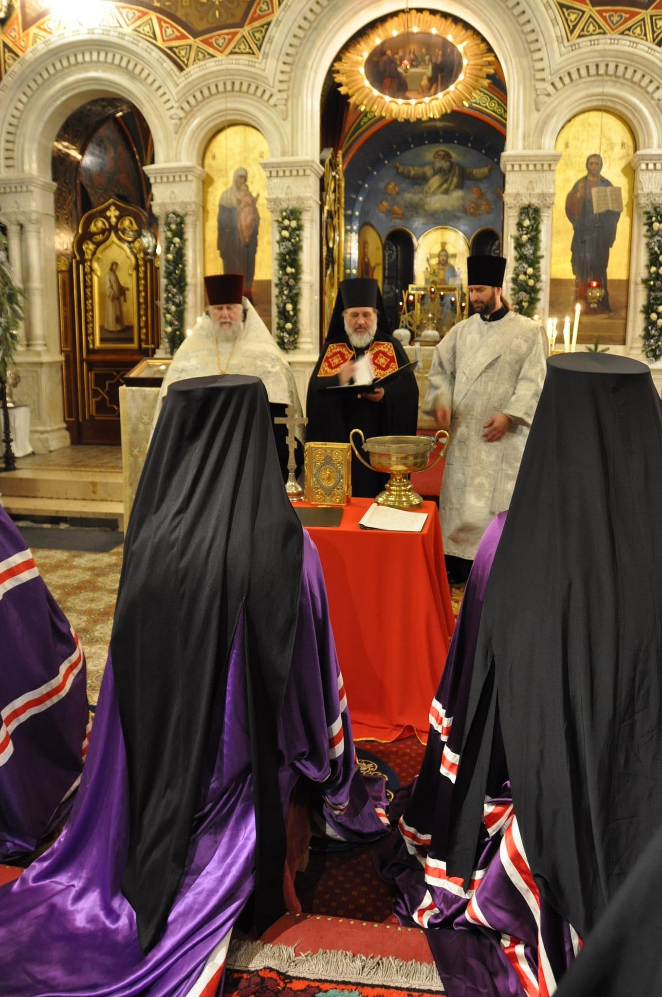 Devant les évêques, durant les vigiles le 19 janvier 2019 (© 2019 Alex Romash).